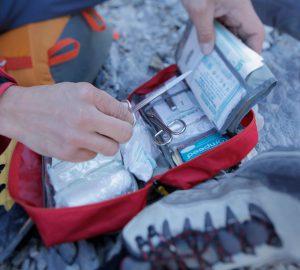 Erste-Hilfe-Massnahmen auf Tour - Kühlen, bandagieren, schonen.
