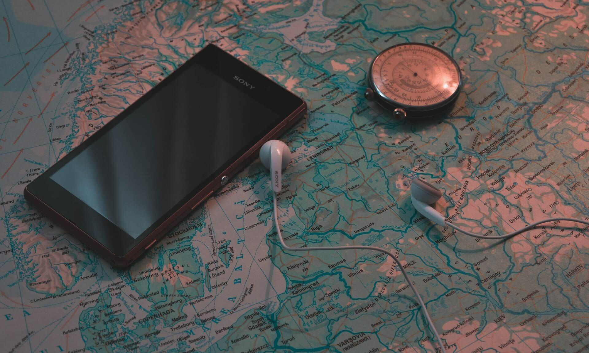 Wandertouren online - Wanderkarte, Smartphone und Kompass