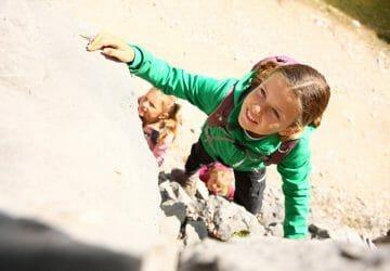 Klettern in der Sächsischen Schweiz - Junges Mädchen beim Klettern.