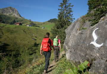 Two hikers on the Lechweg.