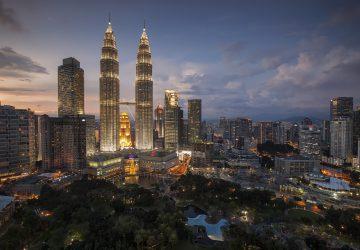 Visiting Kuala Lumpur - Petronas Twin Towers in Malaysia. Photo: Pexels, pixabay.