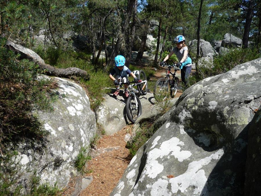 Mountainbiken in Fontainebleau macht auch Kindern sehr viel Spaß.