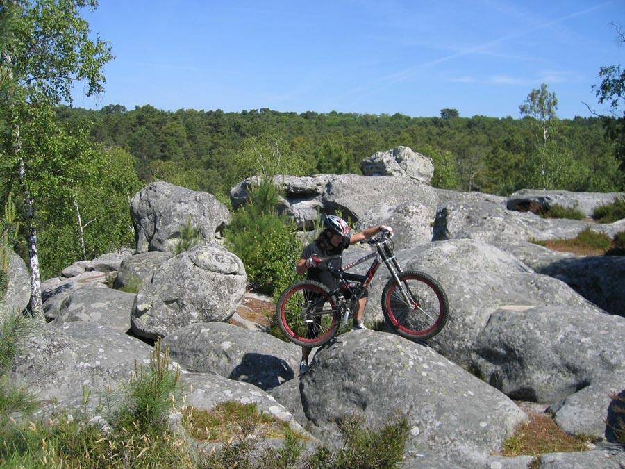 Mountainbiken in Fontainebleau - Ab und zu muss man sein MTB auch tragen.