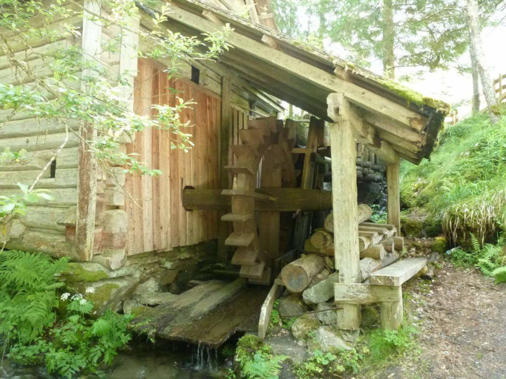 Alte Mühle mit Wasserrad im Rohrmooser Untertal.