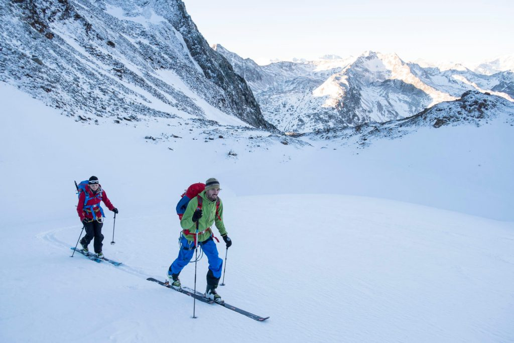 Ski touring for beginners - equipment and technique for ski tours.