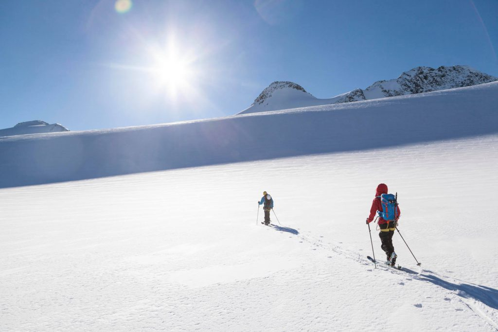 The ascent during ski touring is difficult.