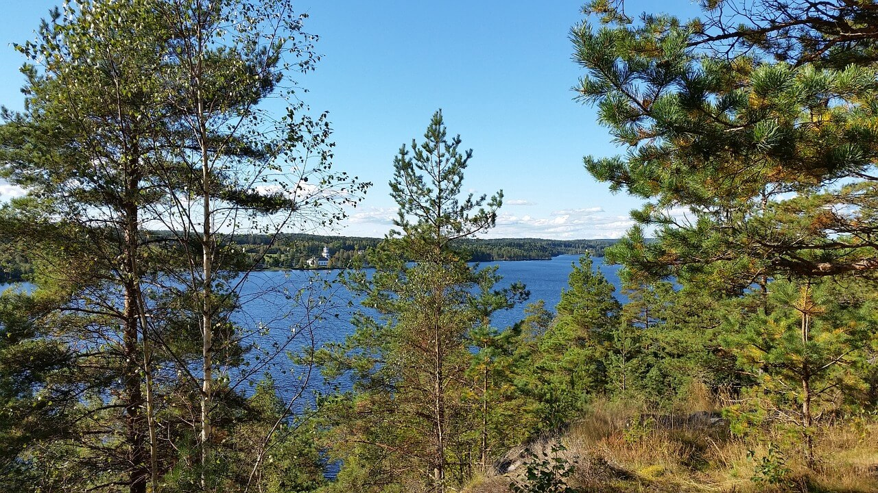 Canoeing in Dalsland - Varvik's church. Photo: 2342639, pixabay.