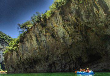 Die Felsformationen der Gorges de l'Ardèche im Süden Frankreichs sind bis zu 300 Meter hoch.