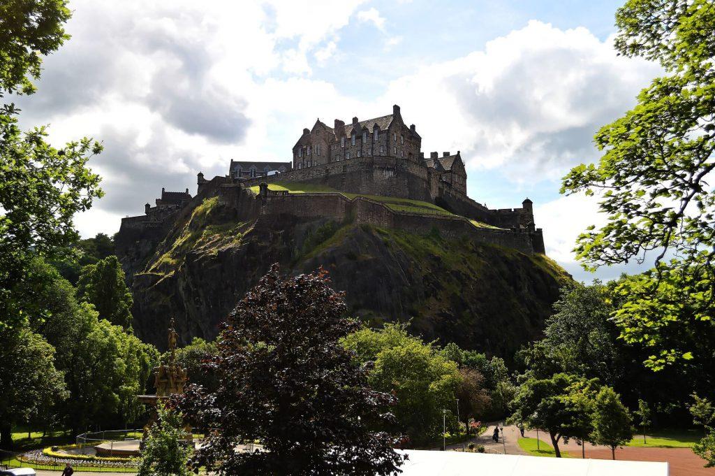 Städtereise Edinburgh - Die Burg Edinburgh Caste gehört zu den berühmtesten Sehenswürdigkeiten von Schottlands Hauptstadt.