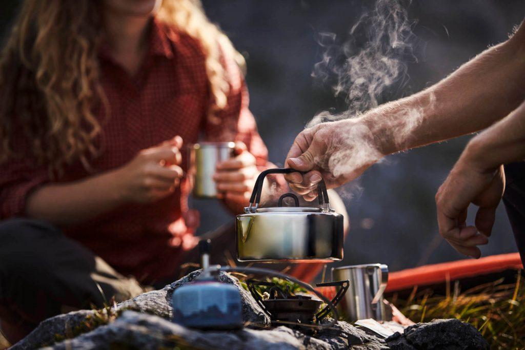 Ausrüstung Trekkingtour: Kochgeschirr für die Outdoor-Sterne-Küche.