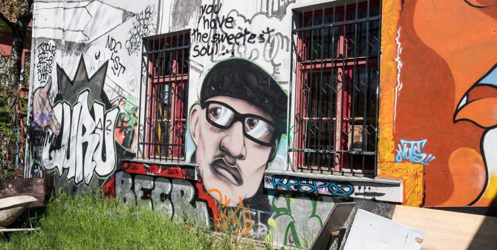 Streetart und Graffiti im Künstlerviertel Metelkova in Ljubljana.