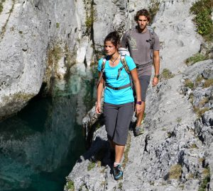 Interview Bergverlag Rohter - Zwei Wanderer in den Bergen.