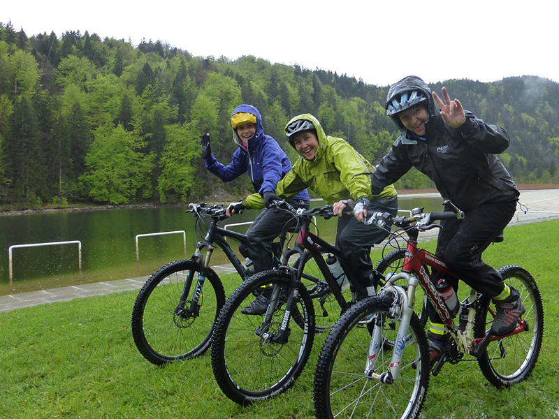 Riding techniques for mountain bikers - sister exercise.