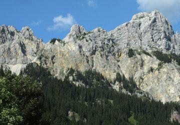 Gipfel der Roten Flüh im Tannheimer Tal vom Haldensee aus fotografiert.