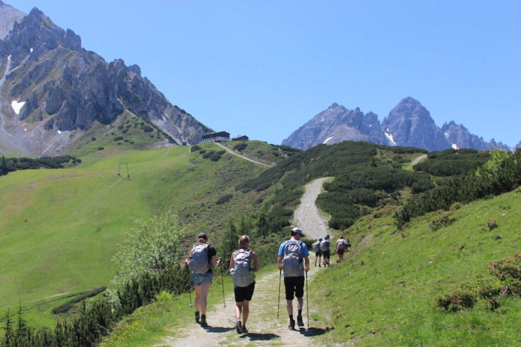 Wandern in Innsbruck - Aufstieg zum Birgitzköpflhaus auf 2.035 Meter.
