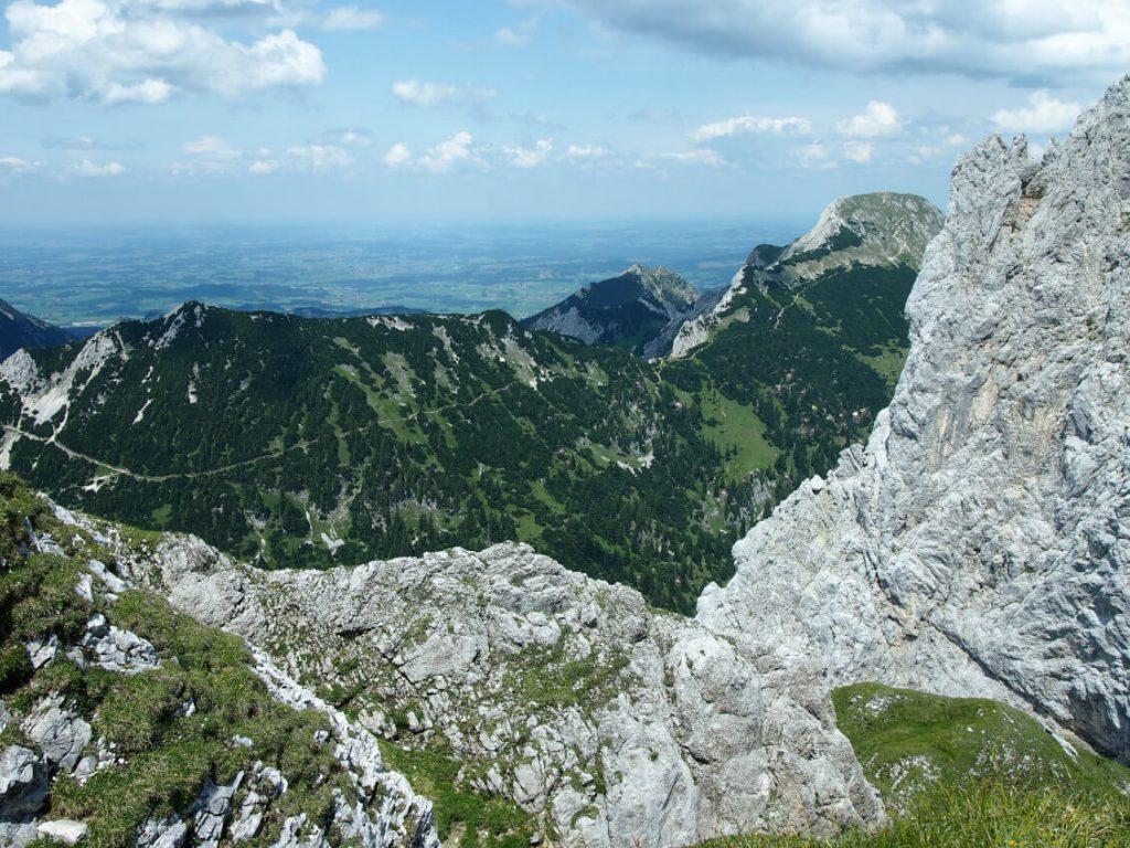 Blick vom Gipfel der Roten Flüh auf die Große Schlicke.