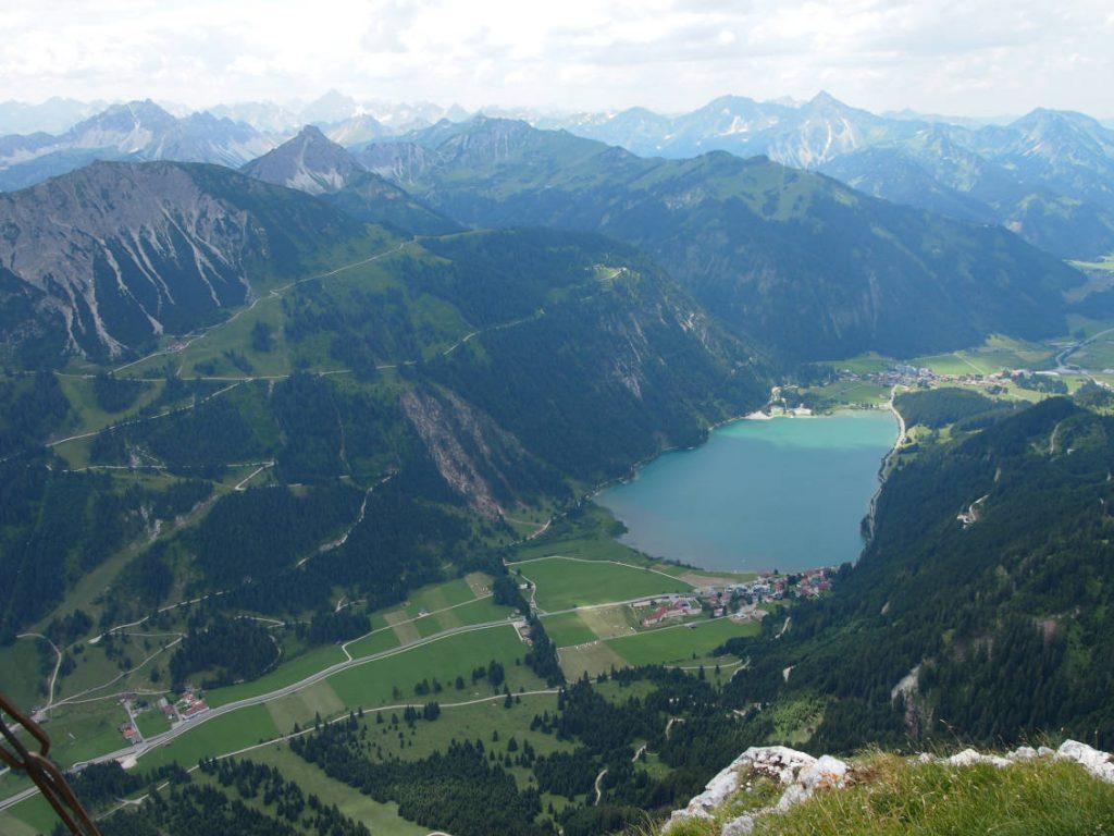 Wanderung auf die Rote Flüh - Blick vom Gipfel aus auf den Haldensee.