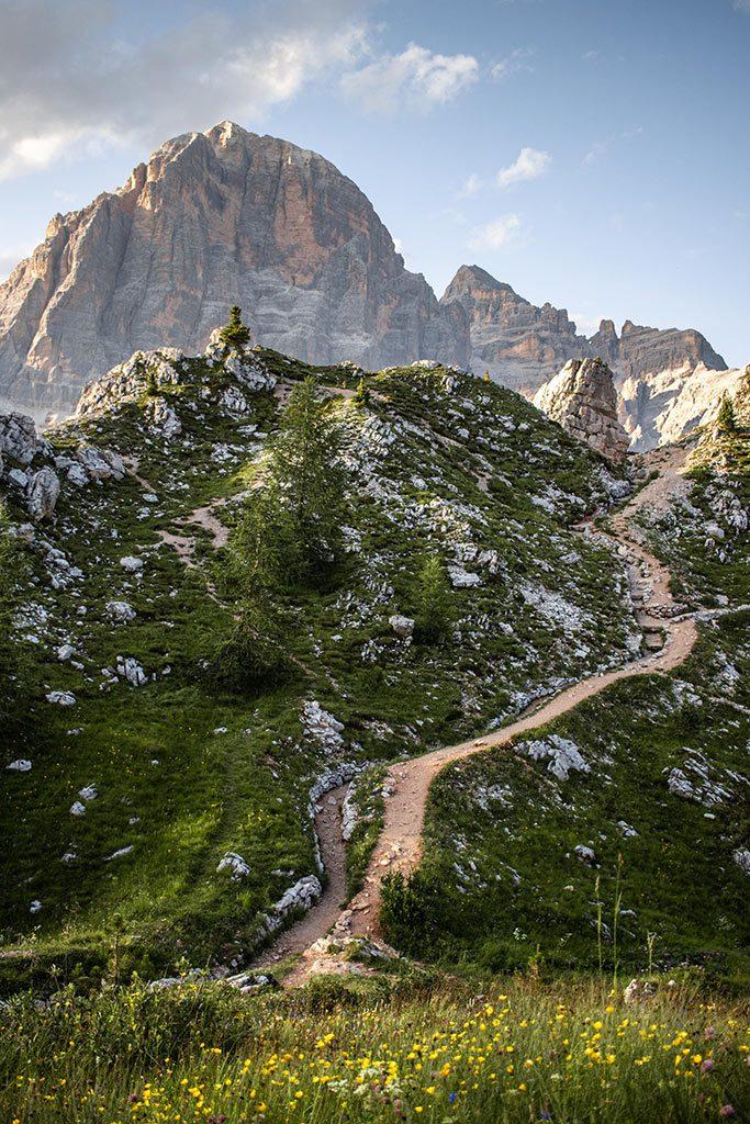 Wanderweg an den Cinque Torri in Südtirol.