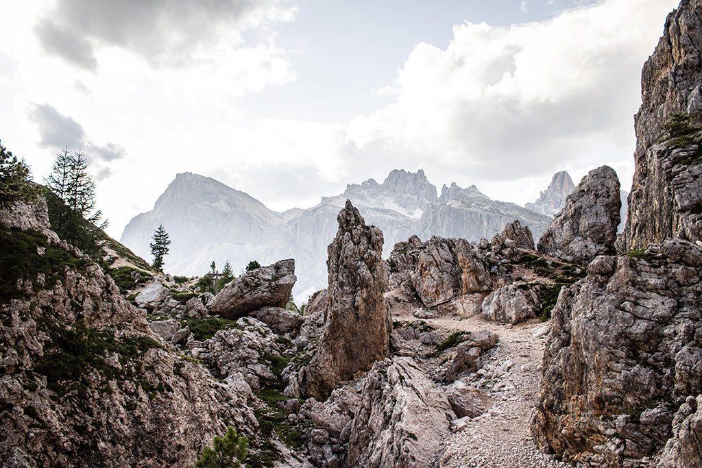 Felsen im Gebiet der Cinque Torri in den Dolomiten.