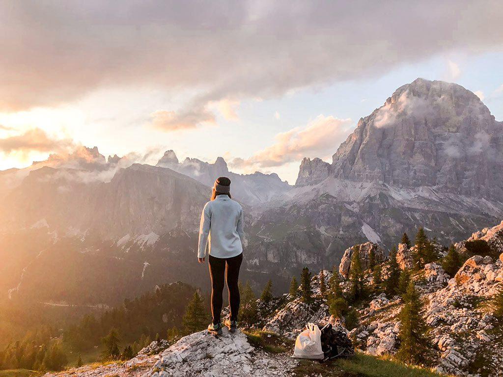 Sonnenuntergang an den Cinque Torri in den Dolomiten.