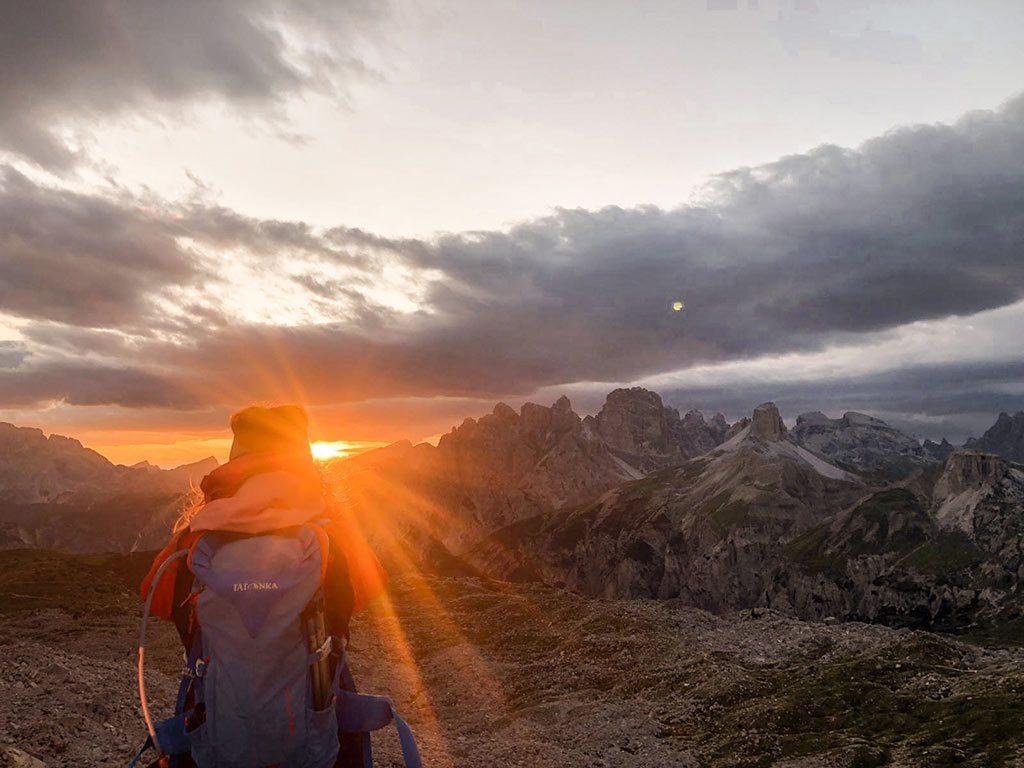 Sonnenuntergang nahe der Drei Zinnen in den Dolomiten, Südtirol.