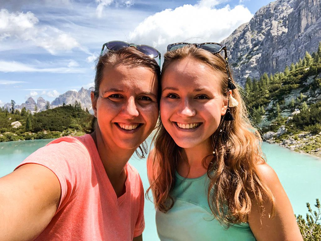 Kurzurlaub in den Dolomiten - Bea und Maria am Lago di Sorapis.