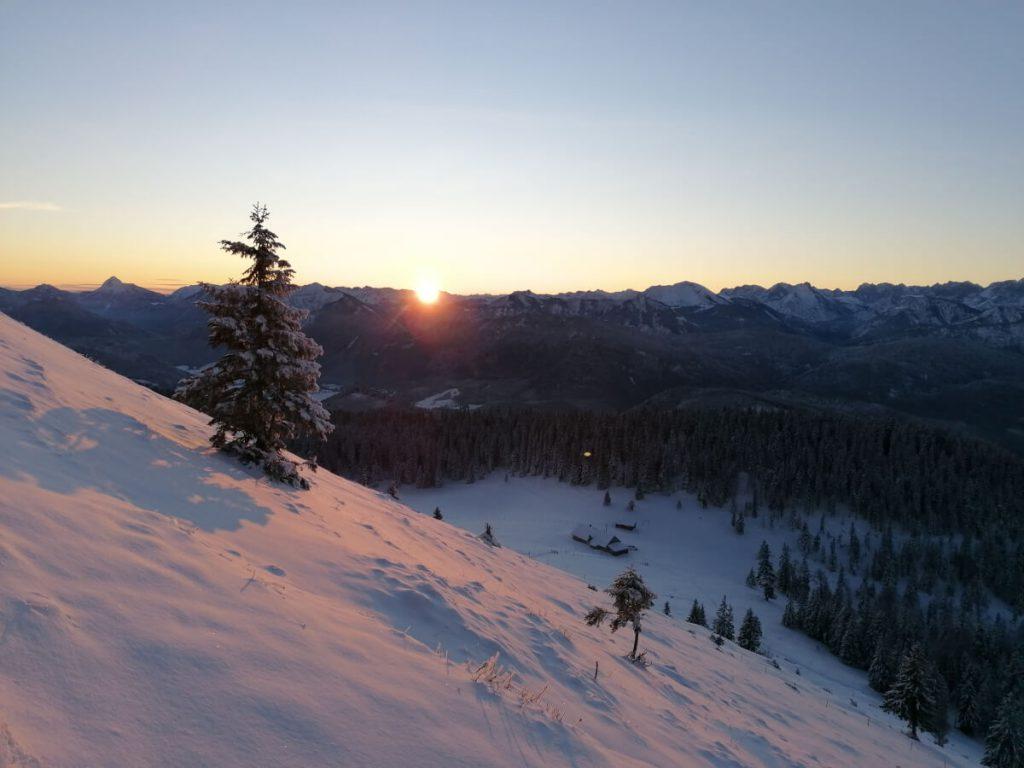 Sonnenaufgang auf der Wanderung zum Jochberg.