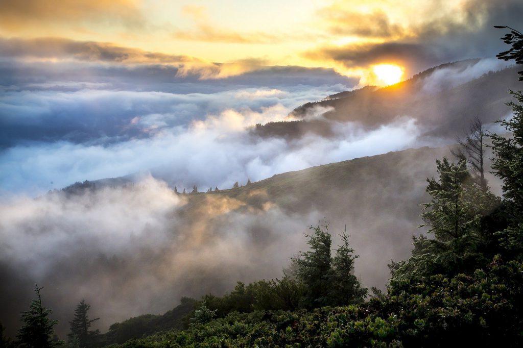 Stratus-Wolken sind Vorboten für Sprühregen oder feinen Schnee.