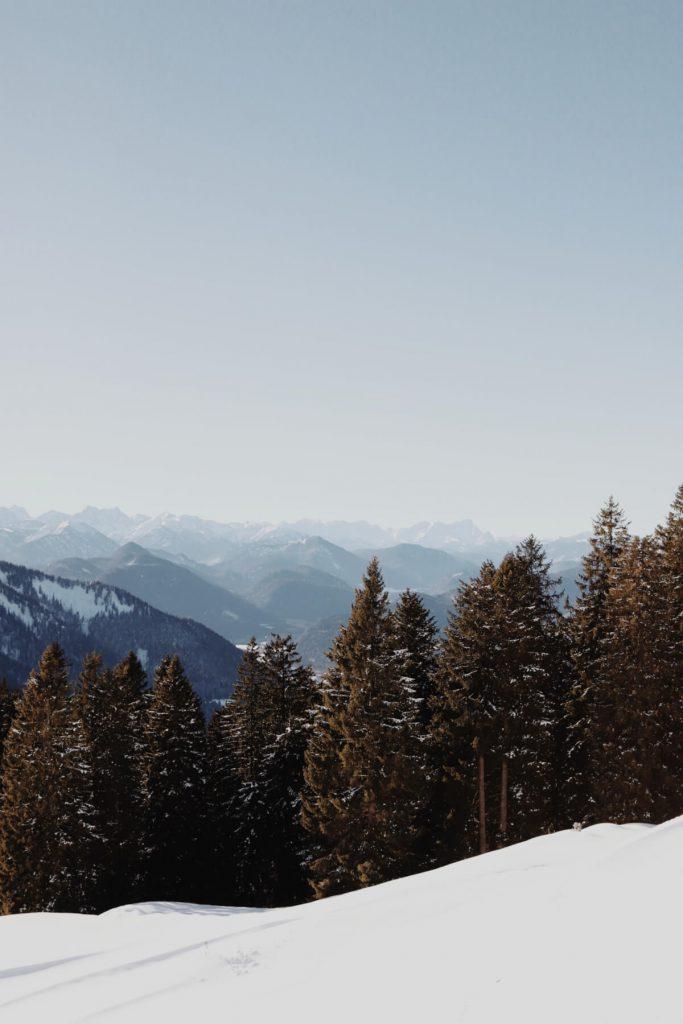 Blick auf die umliegenden Bergketten.