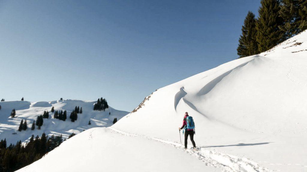 Auf verschneiten Wegen zur Aueralm.